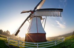 Brede hoekmening over windmolen bij zonsopgang Royalty-vrije Stock Foto's