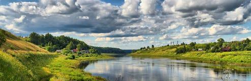 Brede hoekmening van de rivier Royalty-vrije Stock Foto's