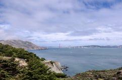 Brede hoekmening van Golden gate bridge in San Francisco zoals die van Marin Headlands wordt gezien royalty-vrije stock foto