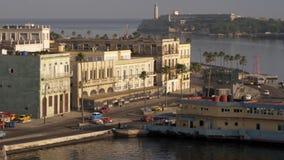 Brede Hoge Hoekochtend die Schot van Havana Cuba Businesses vestigen stock videobeelden