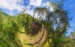 Brede panoramatent bij het kamperen in het hout Royalty-vrije Stock Foto's