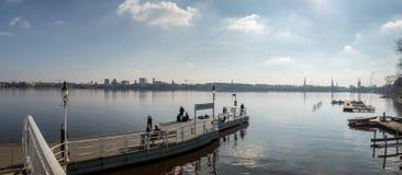 Brede panoramische cityscape van Hamburg, Duitsland Stock Afbeelding