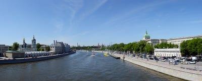 Brede panoramische foto van het centrum van Moskou stock afbeelding