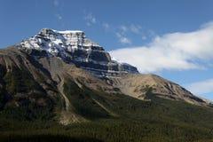 Brede rijweg met mooi aangelegd landschap Icefields van het Park â van Banff het Nationale Royalty-vrije Stock Afbeelding