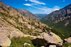 Brede vallei in Corsicaanse bergen Royalty-vrije Stock Foto's