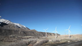 Brede windenergieturbines stock video