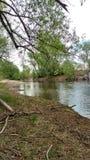 Bredvid floden Royaltyfri Foto