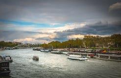 Bredvid seinen - Paris Fotografering för Bildbyråer