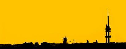 Breed hoekschot van het industriële stadssilhouet Royalty-vrije Stock Afbeeldingen