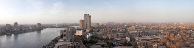 Breed panorama van Kaïro Egypte bij schemer Royalty-vrije Stock Foto