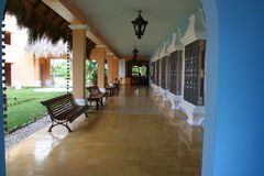 Breezeway en el centro turístico tropical Imagenes de archivo