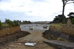 Brehat wyspy ogradzający schronienie przy przypływem Fotografia Stock