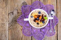 Brei vom Hafermehl zum Frühstück Stockbilder