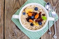 Brei vom Hafermehl zum Frühstück Lizenzfreies Stockbild