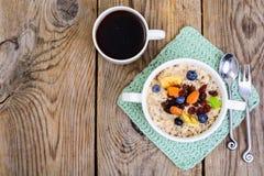 Brei vom Hafermehl zum Frühstück Lizenzfreie Stockbilder