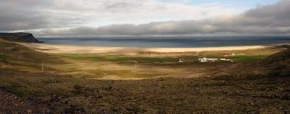 Breidavik strand i Iceland' s Westfjords Arkivbilder