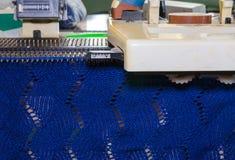 Breiende machine met doek Royalty-vrije Stock Foto