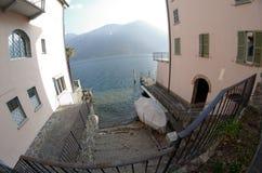 Breite Ansicht Fisheye über See Lugano, die Schweiz, mit einem Boot Lizenzfreies Stockbild