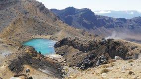 Breite Ansicht von einem Smaragdsee auf der Tongariro-Überfahrt stock footage