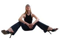 Breite Engelsansicht der Frauenfahrwerkbeine in den Jeans Lizenzfreies Stockbild