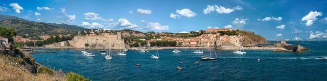Breite Panoramaansicht Collioure Frankreich lizenzfreie stockfotos