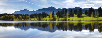 Breite Panoramalandschaft im Bayern stockbild