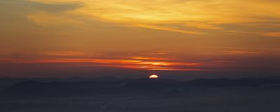 Breite Sonnenuntergang-Landschaft Lizenzfreies Stockbild