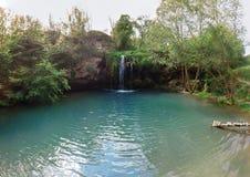 Breite von der Luftansicht von Paradies Wasserfall in der tiefer Waldblauen Lagune Bester Platz Reiseausflugkonzept, Naturlandsch stockbild