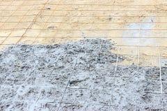 Breiten Sie das Gießen, Zement gießen auf verformte Stahlstangen mit Bindungsdrähten in der Baustelle aus Stockfotos