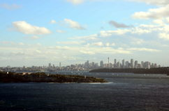 Breiter Panoramablick des Sydney Harbour-Ozeanwassers Stockfotos