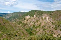 Breiter Panoramablick Les-quatre Chateaux-de Lastours stockbilder