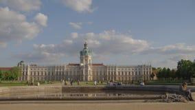 Breiter Schuss des Charlottenburg-Palastes in Berlin stock video