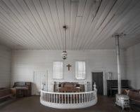 Breiter Schuss einer alten verlassenen Kirche Stockbilder