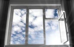 Breites geöffnetes Fenster Lizenzfreie Stockfotos