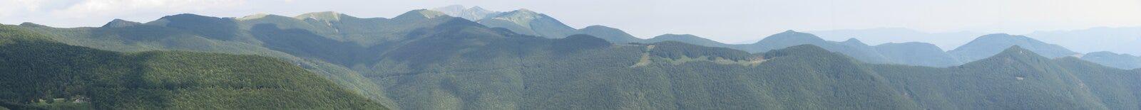 Breites Panorama des toskanischen emilian Apennines vom alten Dorf von San Pellegrino in Alpe, Toskana, Italien stockbilder