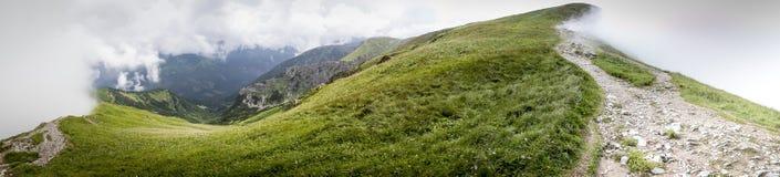 Breites Panorama vom polnischen Weg von Berg-GrzeÅ-› Lizenzfreie Stockfotos