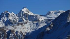 Breithorn, Schinhorn och andra höga berg i Wallis Canton Royaltyfria Foton