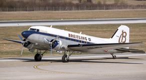 Breitling DC-3 flygplan i Zagreb Arkivbild