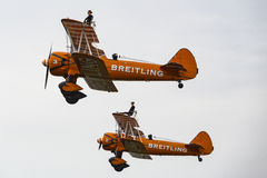 Breitling Wingwalkers & x28;AeroSuperBatics& x29; in Boeing-Stearman Model Stock Photography