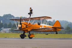 Breitling Wingwalkers & x28; AeroSuperBatics& x29; no modelo de Boeing-Stearman Foto de Stock Royalty Free