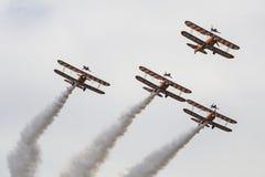 Breitling Wingwalkers & x28; AeroSuperBatics& x29; no modelo de Boeing-Stearman Fotografia de Stock