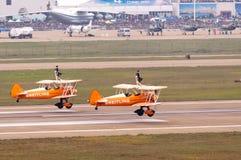 Breitling wingwalking的小组 库存照片