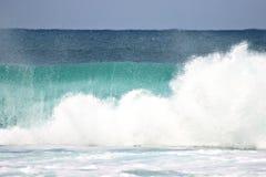 Brekende op zee golven Stock Afbeelding