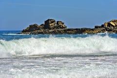 Brekers bij de Costa Vicentina-kust royalty-vrije stock afbeelding
