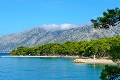 Brela, Κροατία με την αδριατική θάλασσα και seascape το καλοκαίρι Δαλματία, Makarska στοκ εικόνα με δικαίωμα ελεύθερης χρήσης