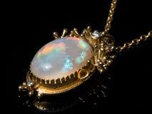 Breloczek kolia robić złoto, opalowy gemstone obrazy royalty free