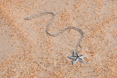 Breloczek na dennym piasku Obrazy Stock