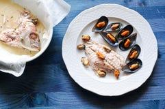 Brema de mar cocida con los mejillones fotos de archivo libres de regalías