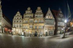 BREMEN, ALEMANIA - ENERO, 4 2015 - ciudad vieja iluminada en tiempo de la Navidad Imagen de archivo libre de regalías