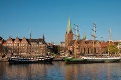 Bremen-, Deutschland-, Bremen-Damm und die Kirche von St Martin bei Sonnenuntergang Stockfotografie